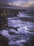 Yesnaby, Orkney - scogliere ed onde Fotografie Stock