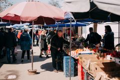 Yessentuki Stavropol territorium, Ryssland - April 1, 2018: utomhus- matmarknad royaltyfria bilder