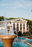 Yessentuki, territorio de Stavropol/Rusia - 14 de mayo de 2018: Parque del teatro imagenes de archivo