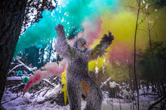 Yeti bajki charakter w zimy fantazi lasowej Plenerowej fotografii Obrazy Stock