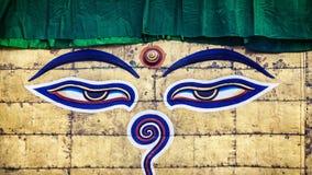 Yeux de Bouddha sur le stupa de Swayambhunath Photos libres de droits