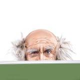 Yeux de plan rapproché d'un oldman chauve de fou par le conseil pédagogique Image stock
