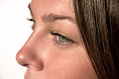 Yeux verts femelles proches. Image stock