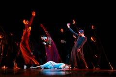 Yevgeny Panfilov芭蕾演播室的成员从电烫的执行罗密欧,并且在IFMC期间的朱丽叶2013年11月22日在维帖布斯克,是 库存照片