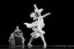Yevgeny Panfilov芭蕾演播室的成员从电烫的执行罗密欧,并且在IFMC期间的朱丽叶2013年11月22日在维帖布斯克,是 免版税库存照片