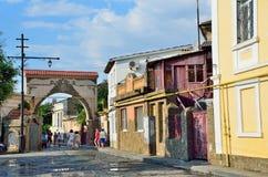 Yevpatoria, Crimea, Lipiec, 04, 2016 Ludzie chodzi na Tuchina ulicie w Yevpatoria w lecie Zdjęcia Stock