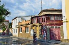 Yevpatoria, Crimea, Lipiec, 04, 2016 Ludzie chodzi na Tuchina ulicie w Yevpatoria w lecie Fotografia Stock