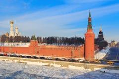 Yevskiy κάθοδος Vasil ` εκτός από τη Μόσχα Κρεμλίνο Άποψη από τη shoy Moskvoretskiy γέφυρα Bol ` στοκ εικόνες