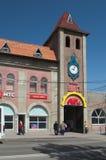 YEYSK, KRASNODAR/RUSSLAND - 1. MAI 2017: der Eingang zum zentralen Markt Stockbild