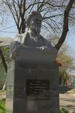 YEYSK, KRASNODAR/RUSSLAND - 1. MAI 2017: ein Monument zum revolutionären Kalinin Lizenzfreie Stockbilder