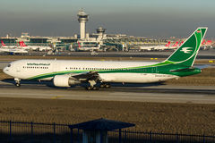YI-AQW Iraqi Airways, Boeing 767 - 300 Royaltyfria Foton