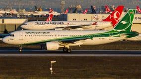 YI-ARB Iraqi Airways, flygbuss A320-214 Royaltyfria Bilder