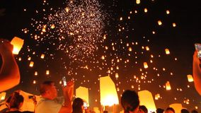Yi Peng Sky Lantern Loi Krathong Traditional Festival. Travel stock video