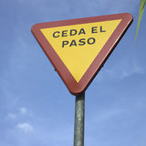 Yield sign in spanish Stock Photography