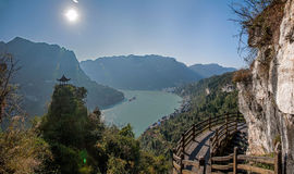 Yiling, Hubei Three Gorges del fiume Chang Jiang Dengying Gap nel piccolo padiglione Immagini Stock
