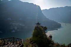 Yiling, Hubei Three Gorges des Jangtses Dengying Gap im kleinen Pavillon Lizenzfreie Stockfotos