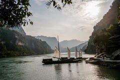 Yiling le fleuve Yangtze Three Gorges Dengying Gap dans le galion de rivière de gorge Photographie stock