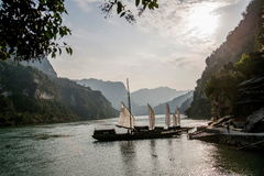Yiling Yangtze River Three Gorges Dengying Gap i klyftaflodspansk gallion Arkivbild