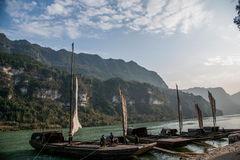 Yiling Yangtze River Three Gorges Dengying Gap i klyftaflodspansk gallion Fotografering för Bildbyråer