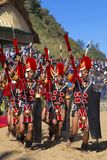 Yimchunger-Stammmänner, die an Horbnill-Festival, Kisama, Nagaland durchführen lizenzfreies stockbild