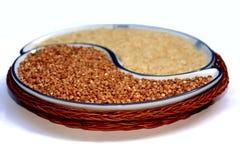Yin e Yang, riso e grano saraceno Immagine Stock