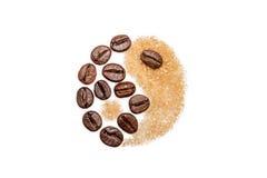 Yin et Yang, café et sucre Photos libres de droits