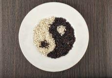 Yin och Yang royaltyfria bilder