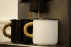 Yin och Yang av morgonkaffe arkivfoton