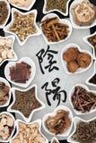 Yin och Yang Herbs arkivfoton