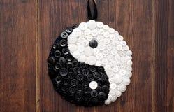 Yin och yang teckenslut upp arkivbild