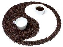 yin yang сработанности кофе стоковые фото