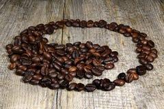 Yin - yang av kaffebönorna fotografering för bildbyråer
