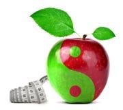 Yin Yang-Collage vom Apfel Stockbild