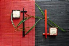 Yin Yang-roter und Schwarzweiss-Reis stockbilder