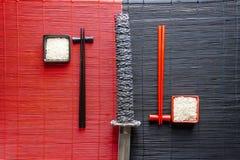 Yin Yang-roter und Schwarzweiss-Reis stockfotos