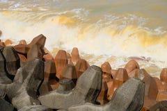 Yin Yang Sea - Taiwan Pode ver duas cores diferentes da água no mar imagem de stock