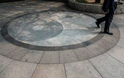 Yin Yang symbol på golv på Taoisttemplet på Laoshan nära Qingdao fotografering för bildbyråer