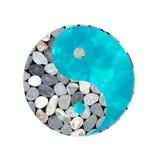 Yin yang tao symbol, vatten och stenar Arkivfoto