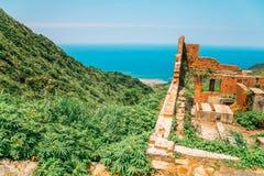 Yinyanghai-Meer und historische Architektur in Jinguashi, Taiwan lizenzfreie stockfotografie