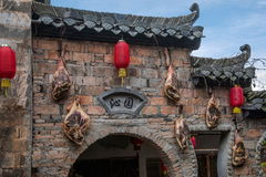 Yixian County, Anhui Hongcun wall covered with civilians bacon ham. Hongcun is located in one of the six counties of Huizhou, Yixian County, northeast of the Stock Photos