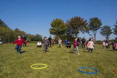 Kindergarten children and parents are taking part in a parent-child activity at longback mountain park in yixing, jiangsu province Stock Images
