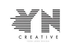 YN de Gestreepte Brief Logo Design van Y N met Zwart-witte Strepen Royalty-vrije Stock Afbeeldingen