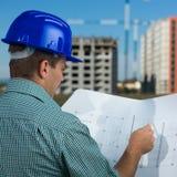 Inżynier budowy czytelniczy plan Zdjęcia Royalty Free