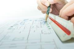 Inżynier i rysunkowy papier Zdjęcia Stock