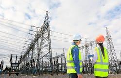 Inżyniery i elektrownia Zdjęcia Stock