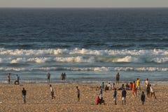 Yoff海滩的人们,达喀尔 库存图片