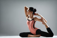 Yogaövning royaltyfria bilder