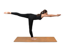 Yogaübung, Haltung der jungen Frau auf Yogamatte Lizenzfreies Stockfoto
