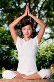 Yoga à l'extérieur photographie stock