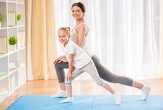 Yoga à la maison Images stock